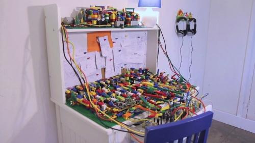 Acid House Generator Made of LEGO