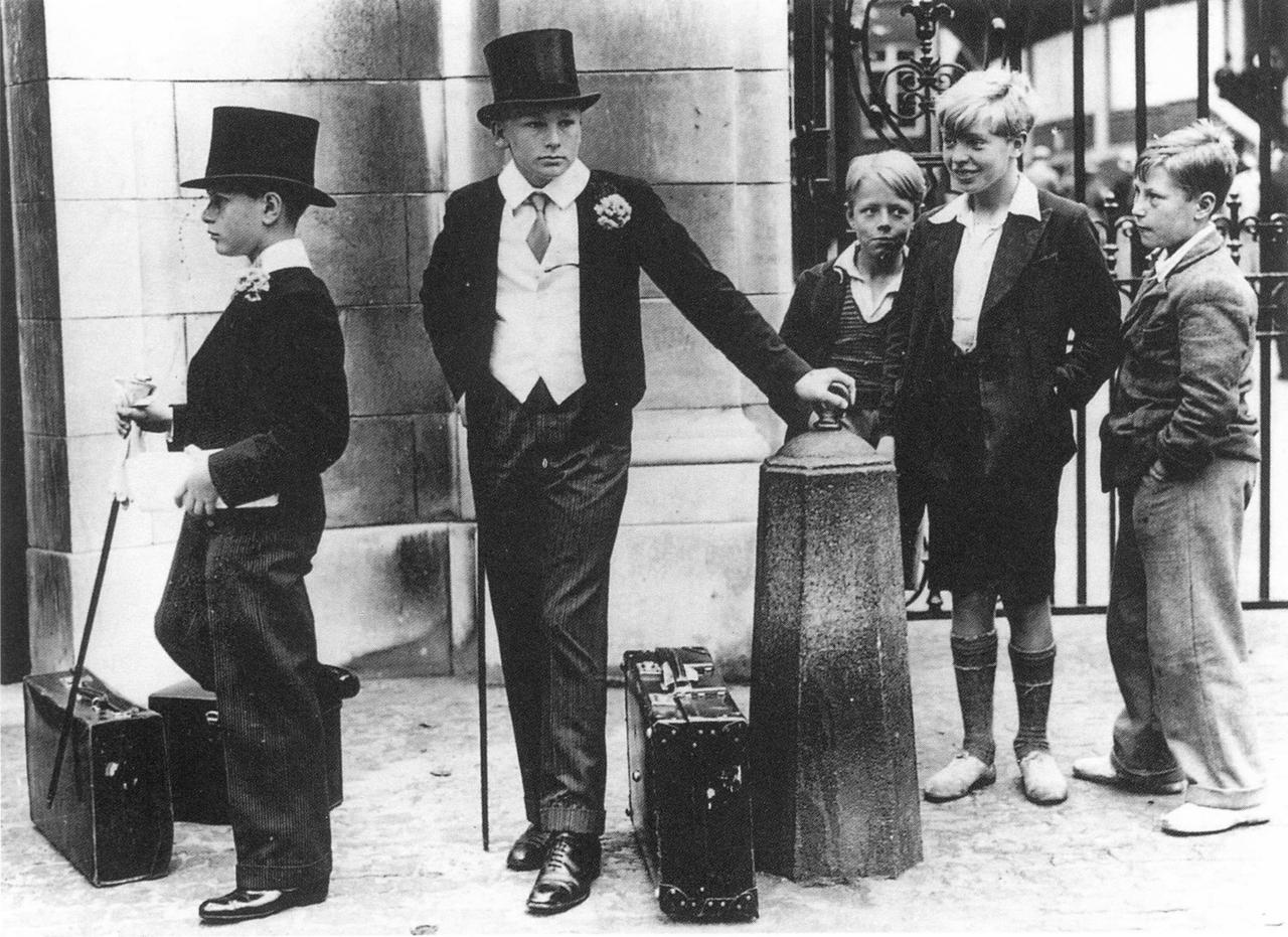 1937_Toffs and Toughs - The famous photo by Jimmy Sime that illustrates the class divide in pre-war Britain, 1937