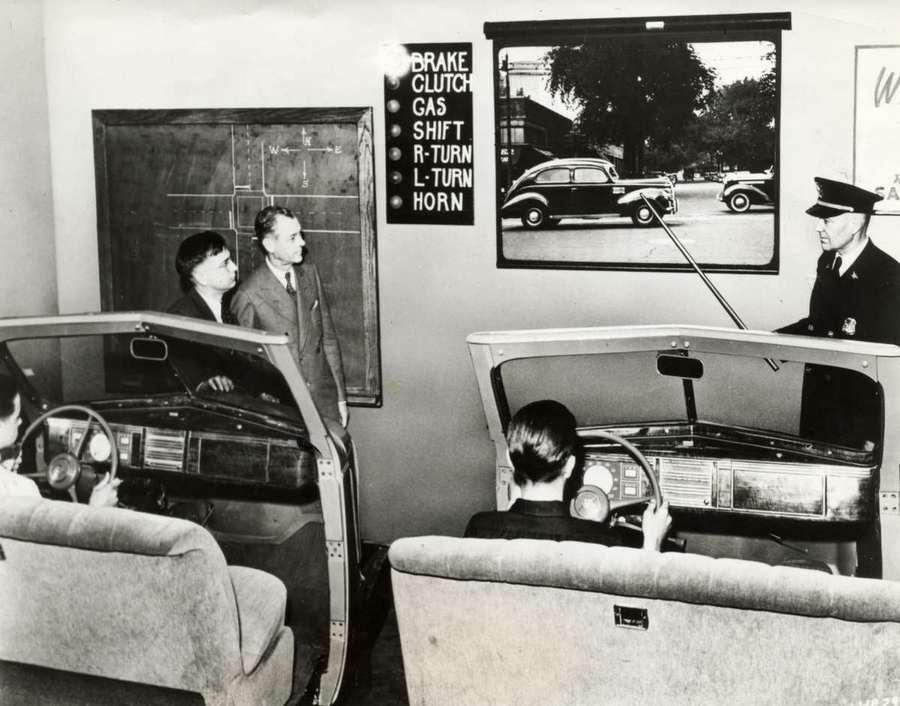 1939. A michigani Highland Park egyetem gepjarmuvezetoi oktatoterme