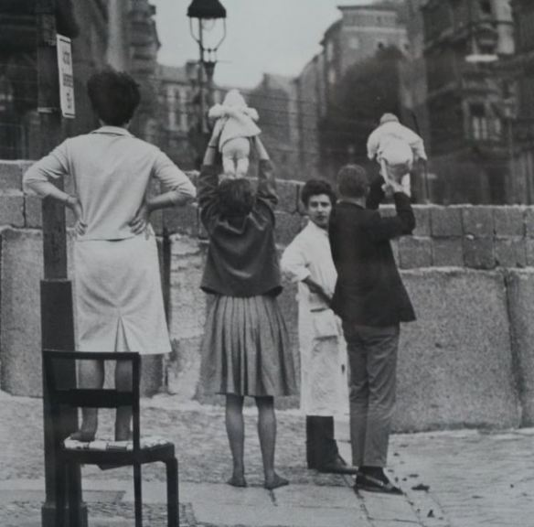 1961_Residents of West Berlin show children to their grandparents who reside on the Eastern side, 1961
