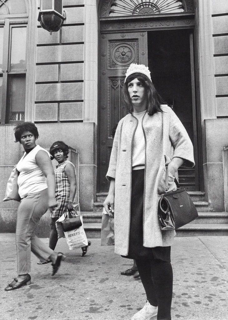 1969. A New York-i (Brooklyn) 78-as korzet nyomozoja alruhaban egy bevetes elott