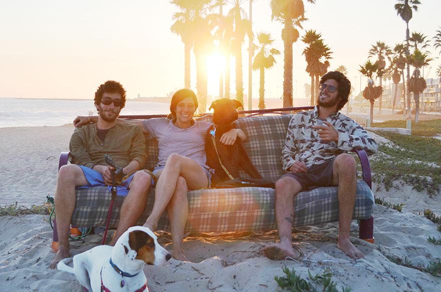 three-friends-two-dogs-one-futon-roadtrip-photos-12_021014
