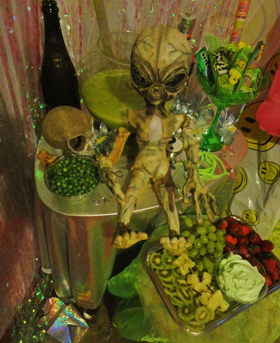 how_aliens_party_311214_3b