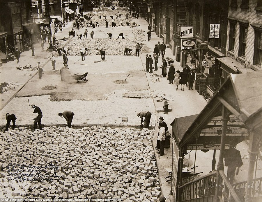 1930 workers pave 28th street manhattan