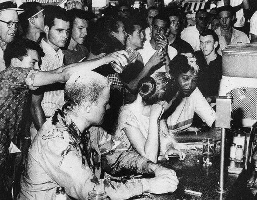 1963-couple-bused-restaurant-USA