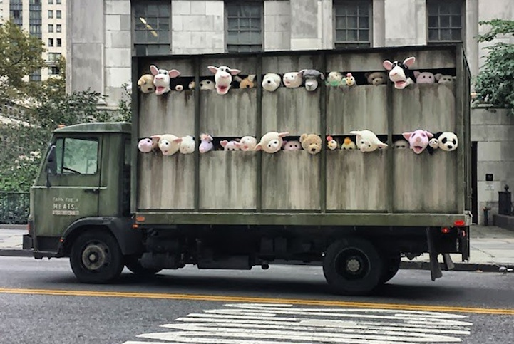 banksy_sirens_of_the_lambs_1