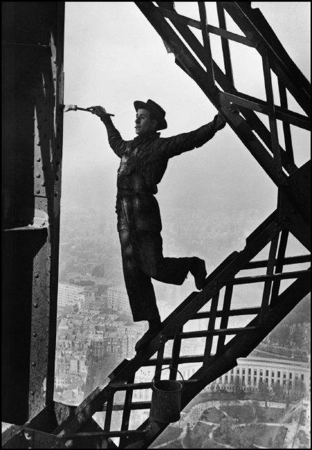 1953 Marc Riboud´s photo of Zazou, the Eiffel tower´s painter, Paris, 1953