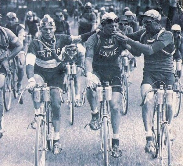 Two cyclists, Vervaeke and Geldhol, smoking during the 1920 Tour de France