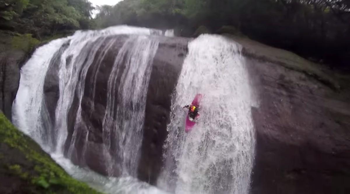 chasing-waterfalls-with-kayak-2