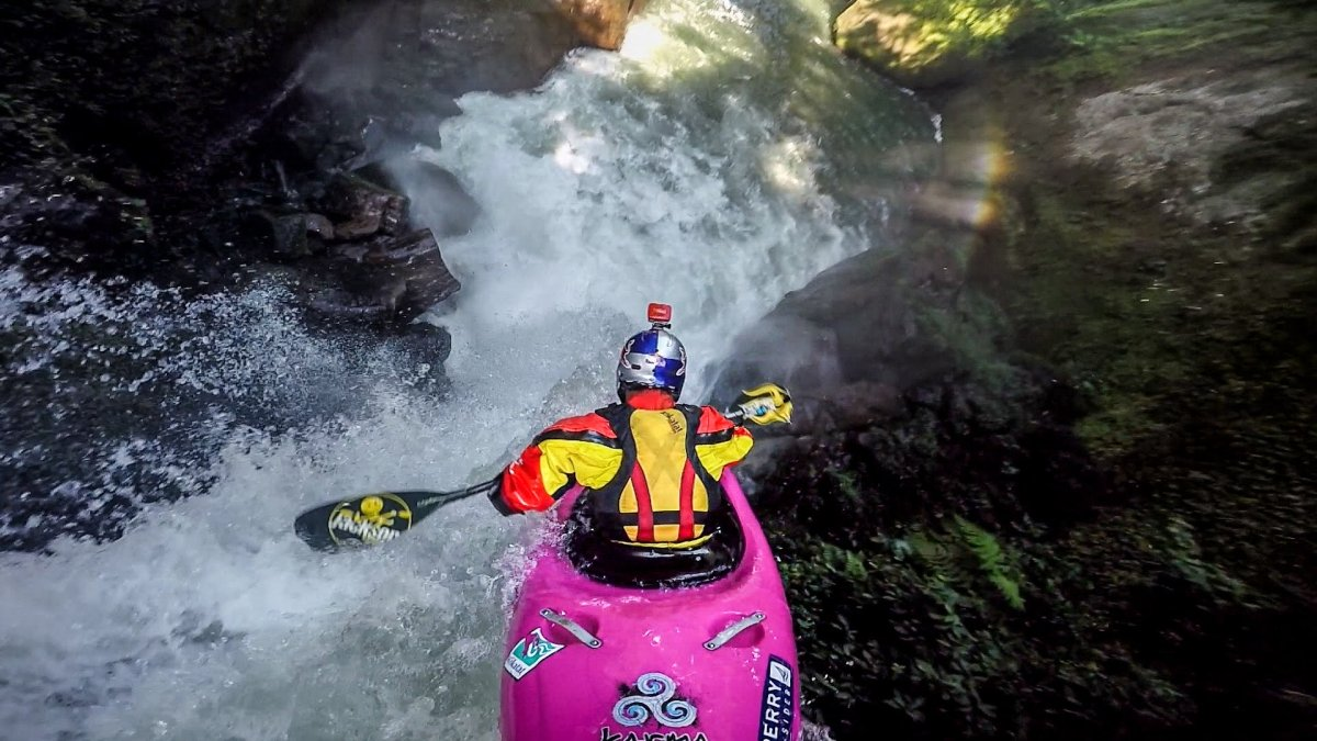 chasing-waterfalls-with-kayak