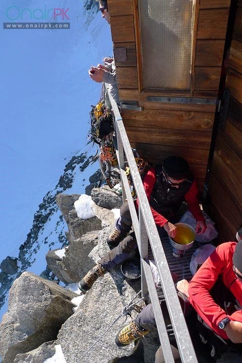 house-on-extremely-steep-mountain-switzerland10