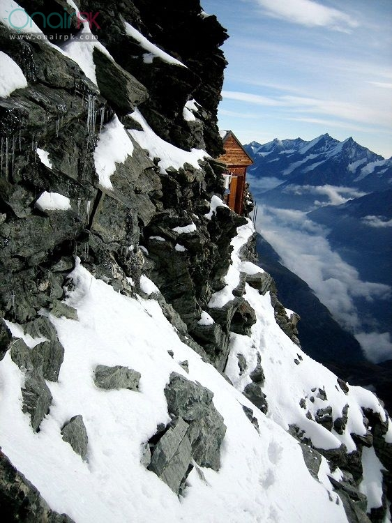 house-on-extremely-steep-mountain-switzerland3