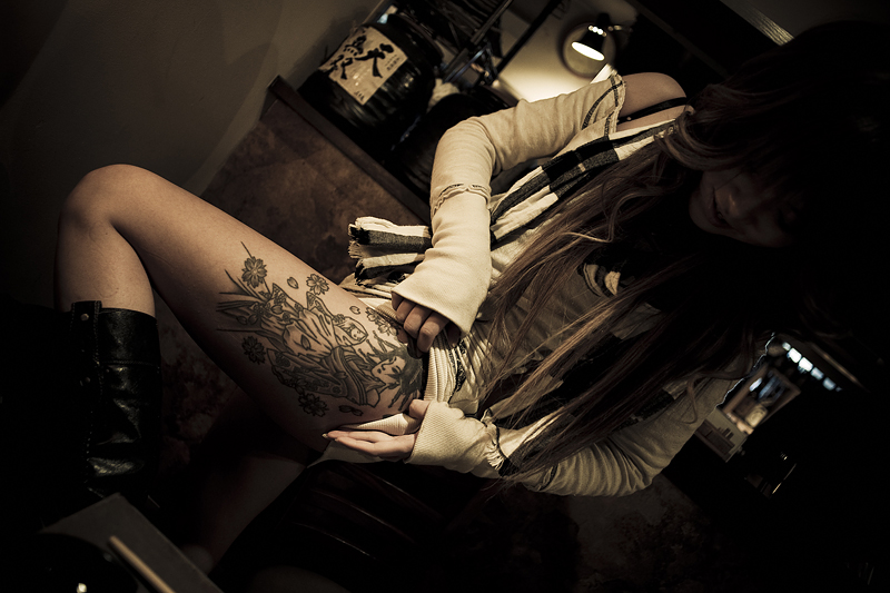Young prostitute in a bar showing the tattoo on her leg - 2009