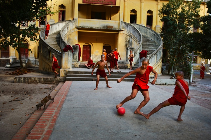 amazing-photos-of-faraway-places-by-steve-mccurry-17