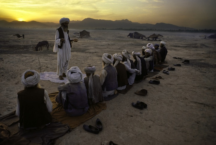 amazing-photos-of-faraway-places-by-steve-mccurry-2
