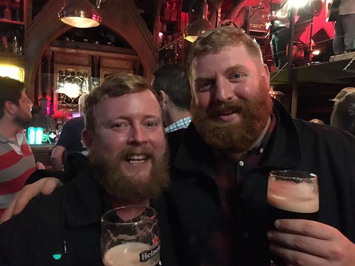 bearded-men-lookalikes-doppelgangers-aeroplane-flight-3