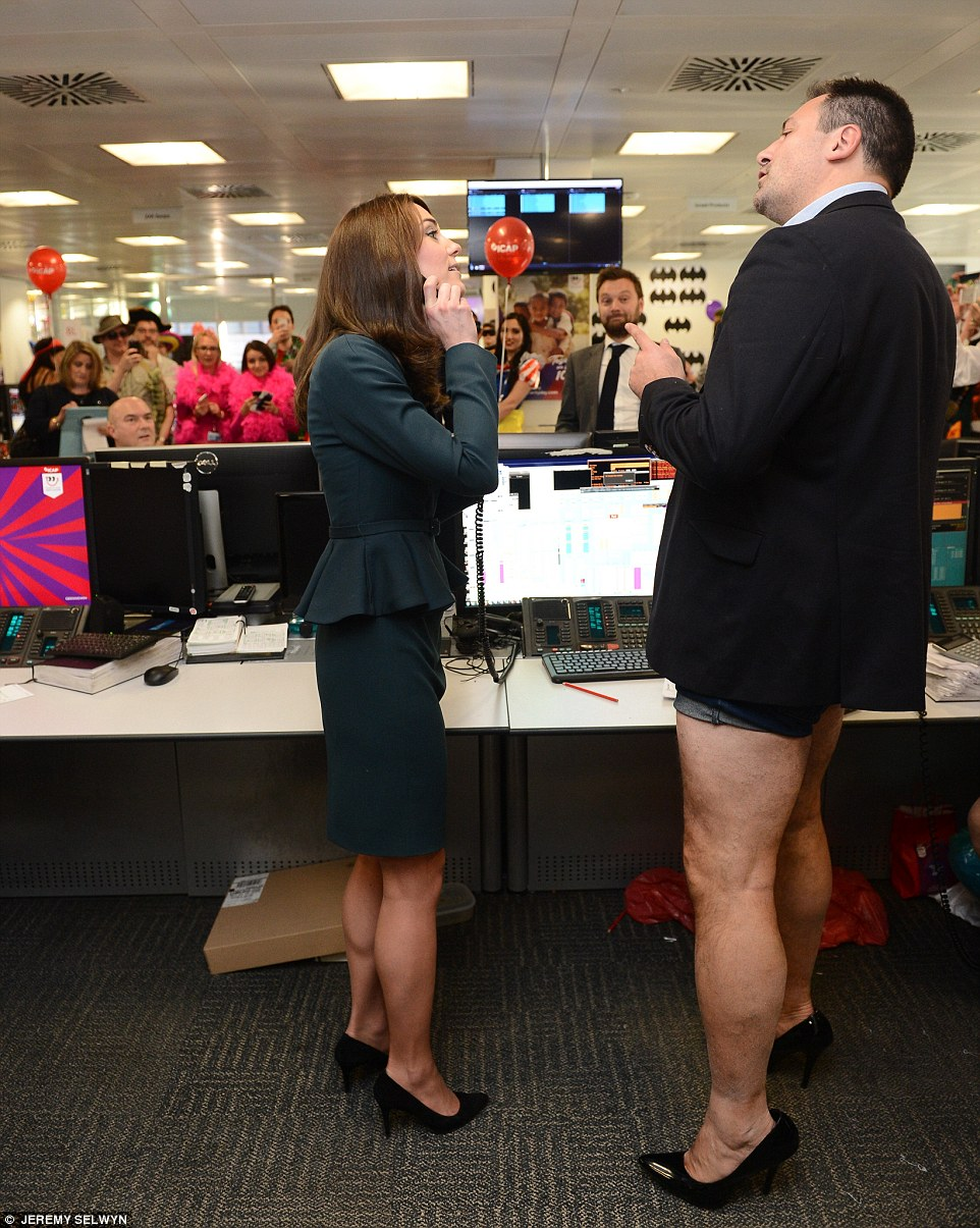 Duchess_of_Cambridge_meets_trader_dressed_as_woman