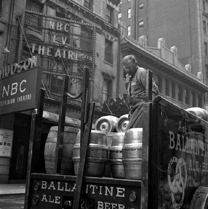 Photos Of Everyday Life In 1950s New York Discovered In