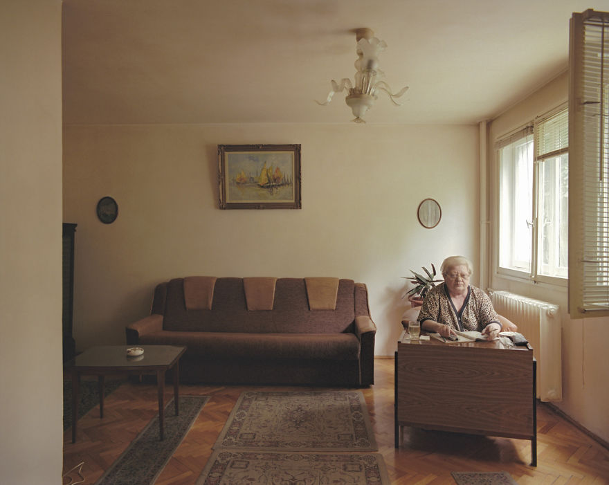 10-identical-apartments-10-different-lives-documented-by-romanian-artist-10