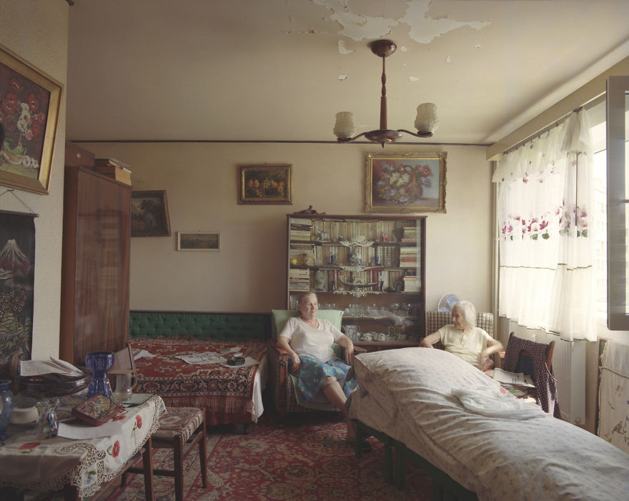10-identical-apartments-10-different-lives-documented-by-romanian-artist-9