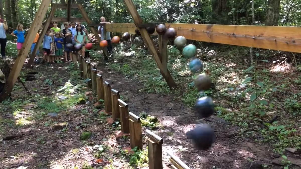 giant-pendulum-wave-demonstration