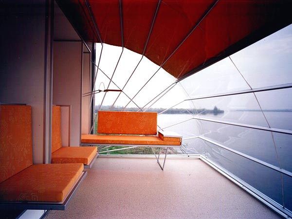 incredible-camper-folds-out-to-triple- its-size-4