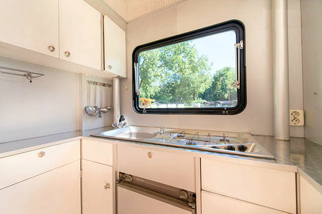 incredible-camper-folds-out-to-triple- its-size-7