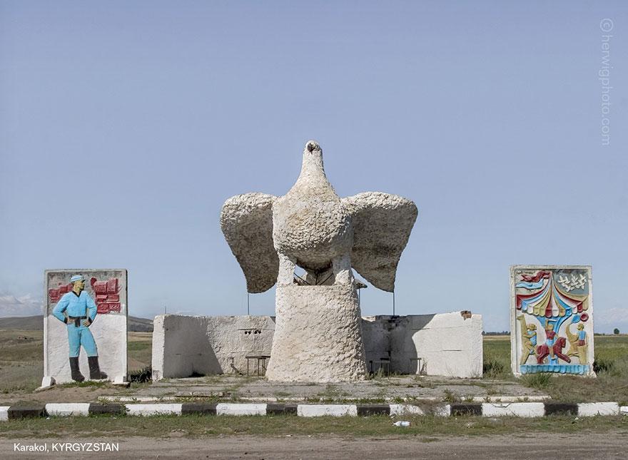 strange-beautiful-bus-stops-soviet-christopher-herwig-13
