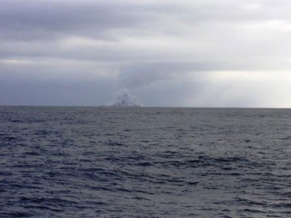 boaters-witness-birth-of-an-island-underwater-volcano-10