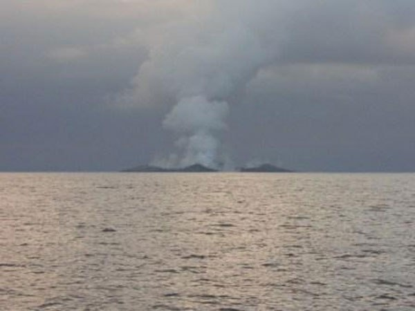 boaters-witness-birth-of-an-island-underwater-volcano-15