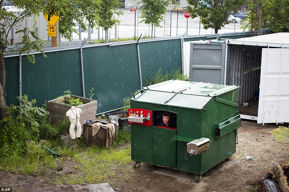 guy-lives-in-dumpster-when-in-new-york-city-3