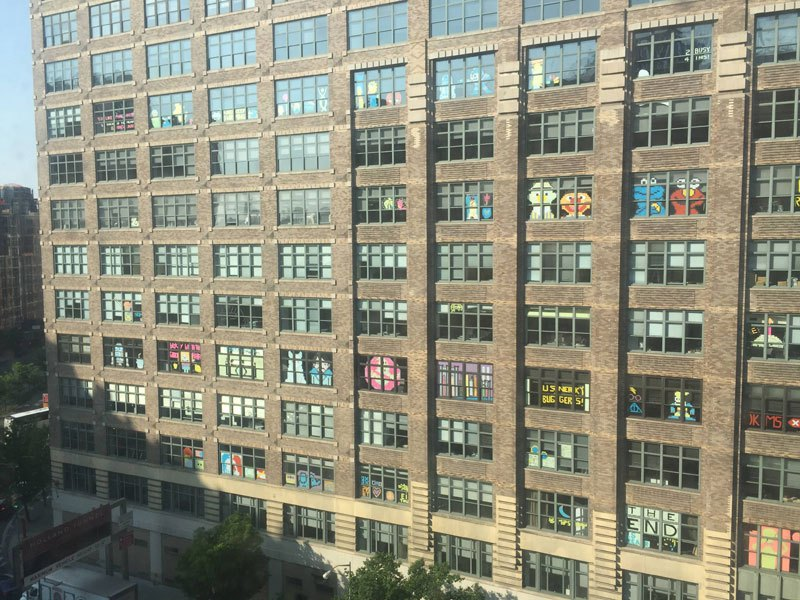 employees-in-two-buildings-wage-deadly-post-it-war-against-each-other-4