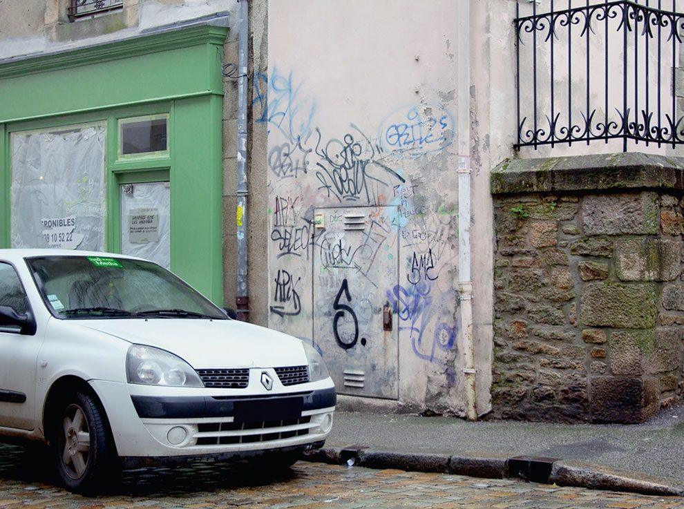street-artist-makes-graffiti-legible-1