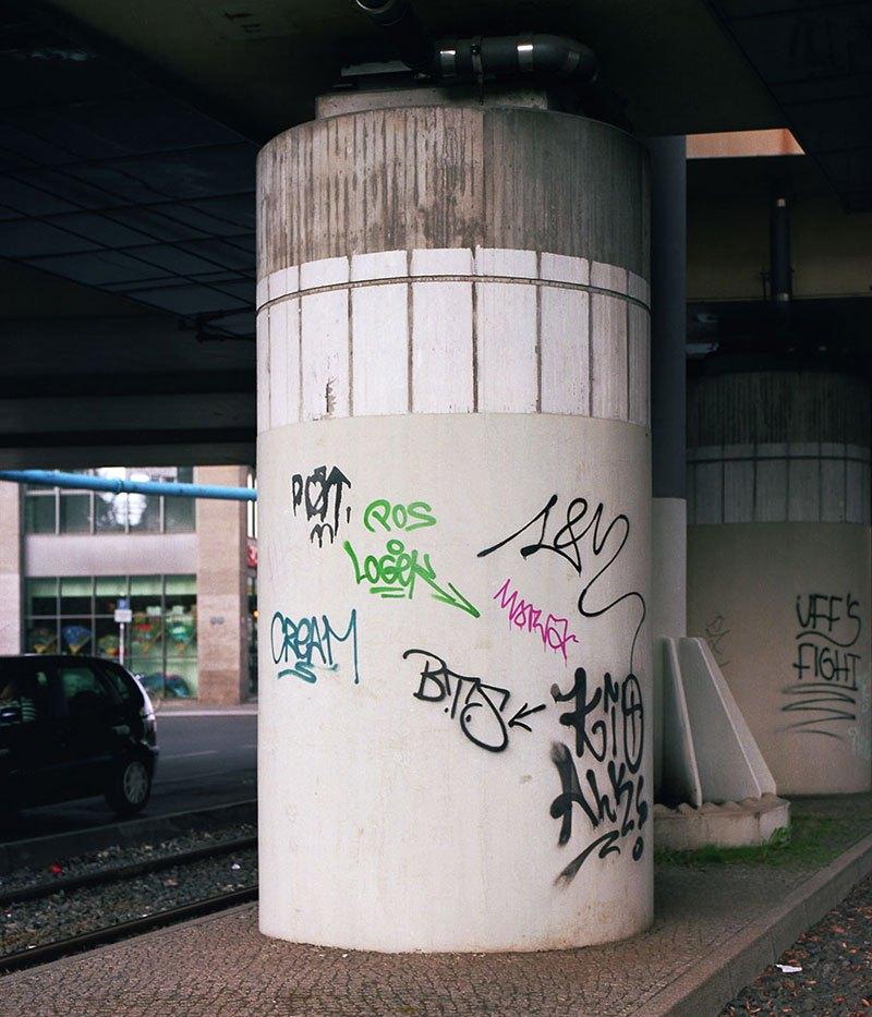 street-artist-makes-graffiti-legible-13
