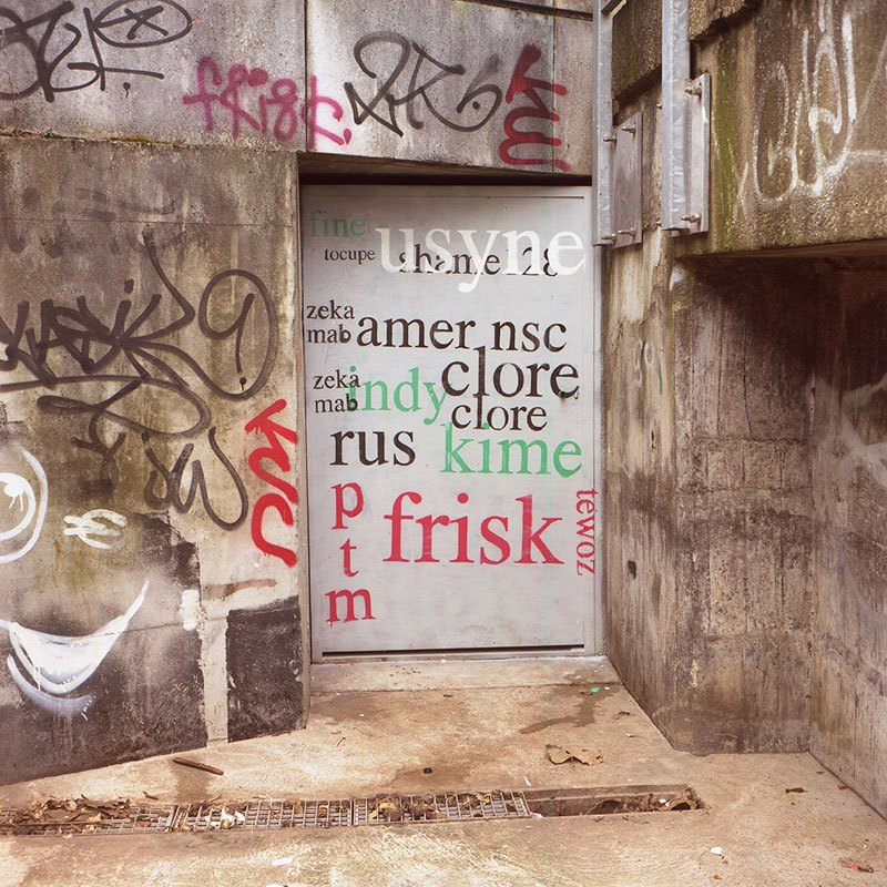 street-artist-makes-graffiti-legible-4